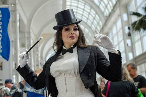 Golden Lasso Cosplay Zatanna LBCC